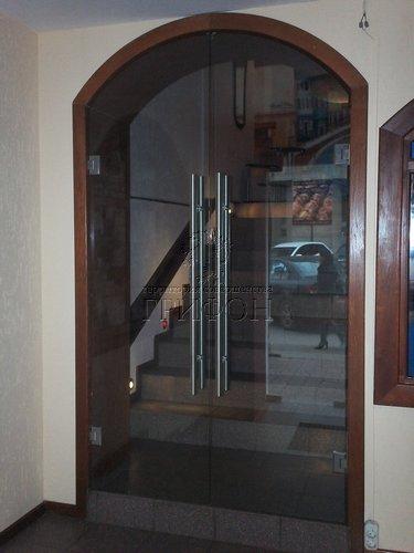 Распашная стеклянная дверь в пиццерии Casa mia Н. Новгород 01