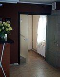 Стеклянная распашная дверь в деревянной коробке в Усадьбе Банной Нижний Новгород 01