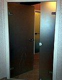 Полуторастворчатая матовая стеклянная дверь в деревянной коробке 02