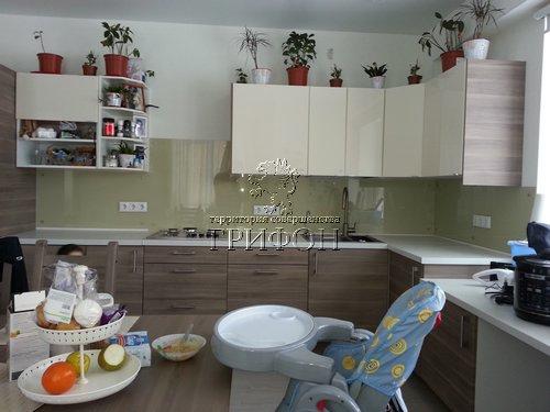 Кухоннный фартук из закаленного стекла с инсталляцией пленкой oracal (Нижний Новгород)