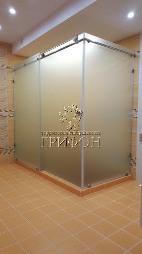 Угловая душевая перегородка из матового стекла matelux с раздвижной дверью (Нижний Новгород) 01