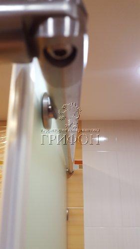 Угловая душевая перегородка из матового стекла matelux с раздвижной дверью (Нижний Новгород) 06