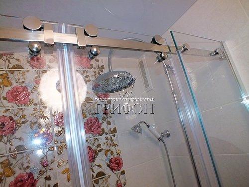 Душевая перегородка из выбеленного закаленного стекла с раздвижными дверями (Нижний Новгород) 06