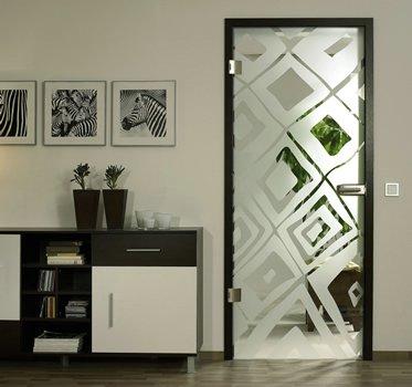 стеклянная дверь в деревянной коробке 1